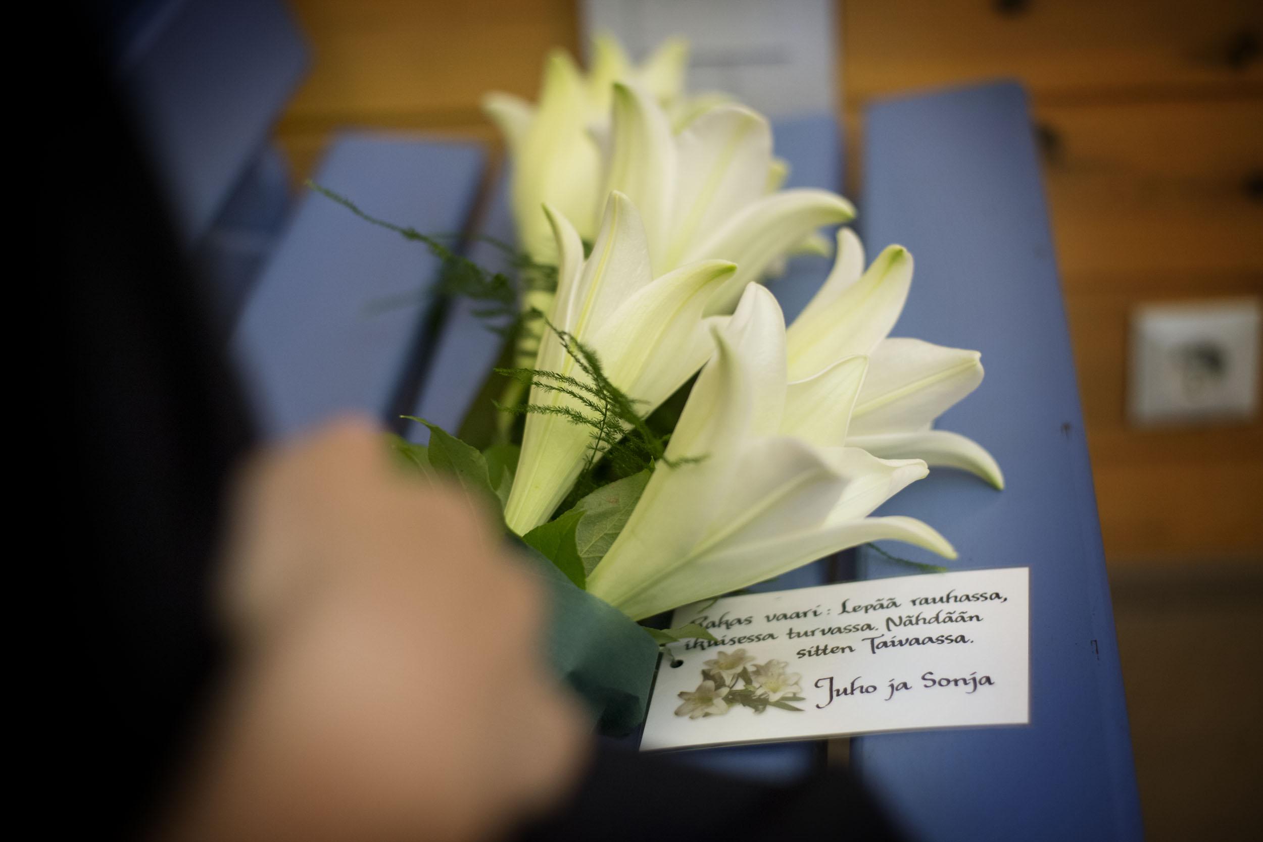 Vaarin-hautajaisten-kukat1